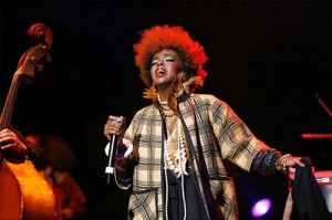 """CLOWN""?... Lauryn performing in Oakland, California, 2007."